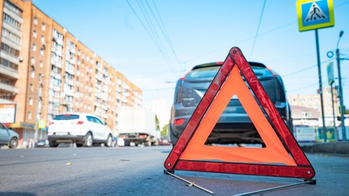 Ростовский водитель протаранил на парковке машину и скрылся