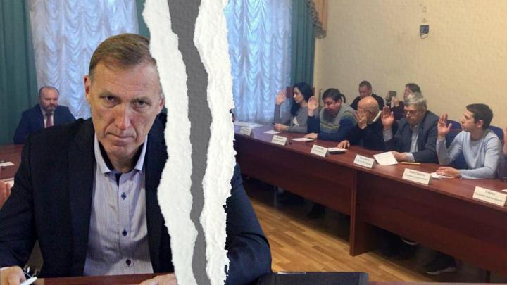 В Переславле депутата, задушившего таксиста, выгнали из городской думы. Видео