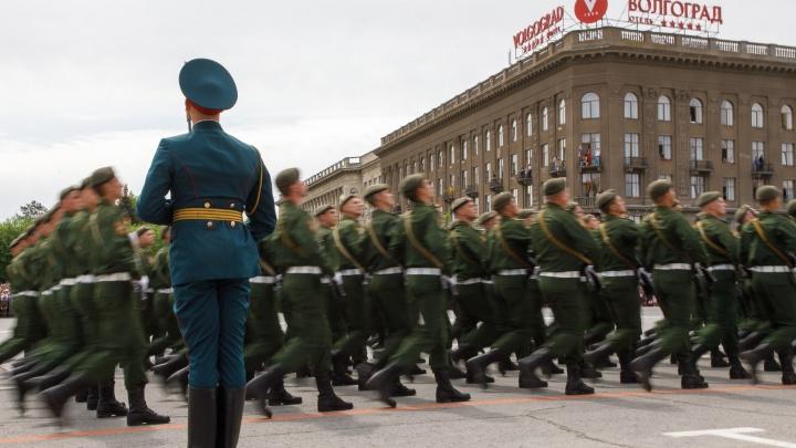 Тысячи военных Волгограда в последний раз отрепетируют парад Победы на«домашнем» плацу