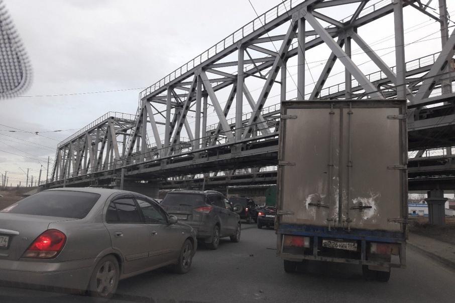 Из-за аварии с бензовозом на «Меридиане» образовалась крупная пробка