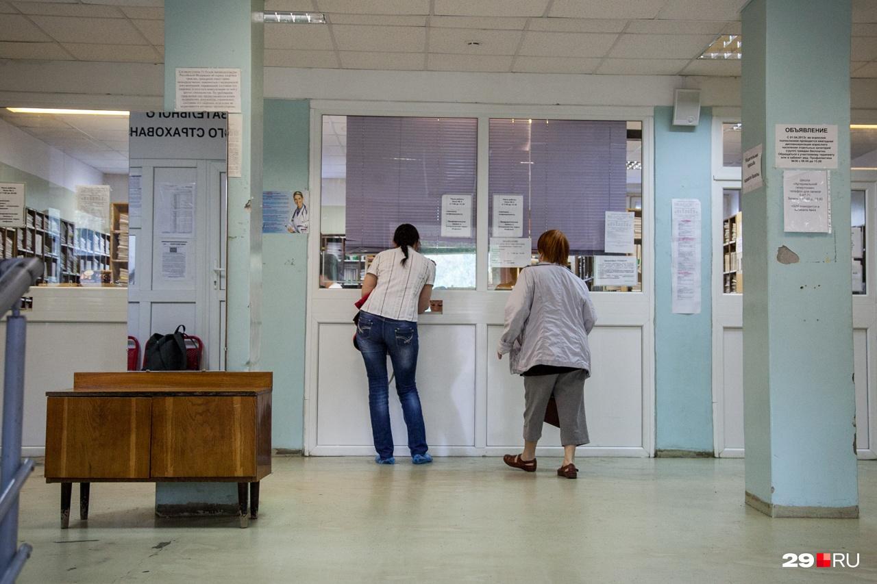"""Если два года до этого вы работали неофициально, больничный рассчитают исходя из МРОТ — это чуть больше <nobr class=""""_"""">11 тысяч</nobr> рублей в месяц"""