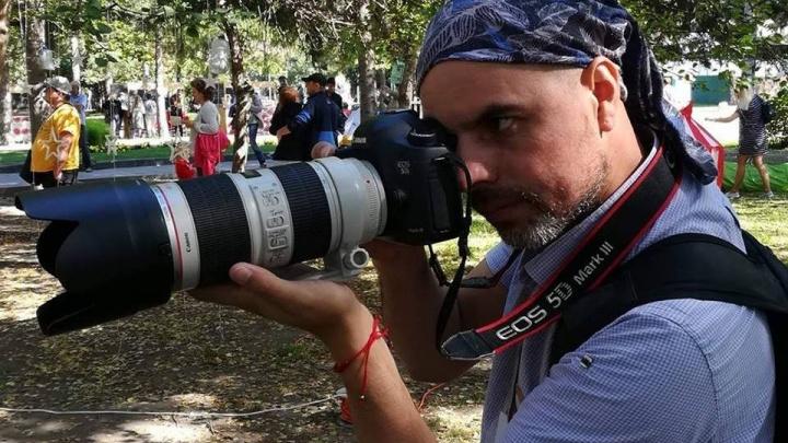 Сотрудники полиции задержали журналиста НГС