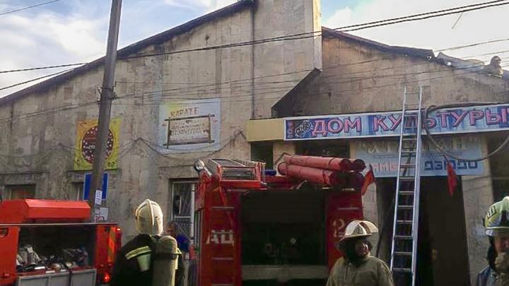 Сгоревший Дом культуры в Азовском районе починят только к концу года