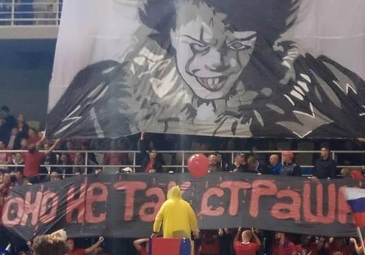 Фанаты устроили шоу с огромными плакатами на разгромном матче «Енисея» и «Ахмата» из Грозного