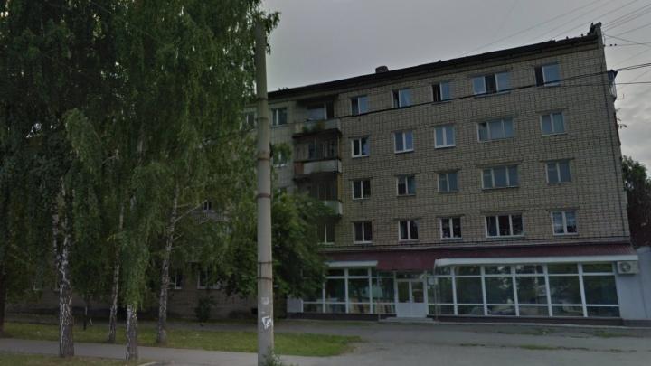 Выпрыгнул с балкона четвертого этажа, спасаясь от огня: на Уктусе после пожара погиб мужчина