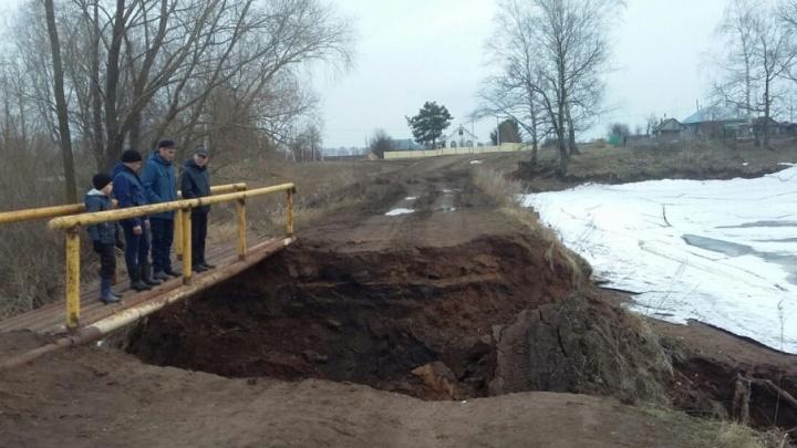 В Башкирии обвалилась проселочная дорога