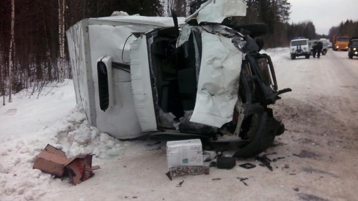 «Фургон перевернулся на борт»: трое взрослых и ребёнок пострадали в ДТП в Холмогорском районе