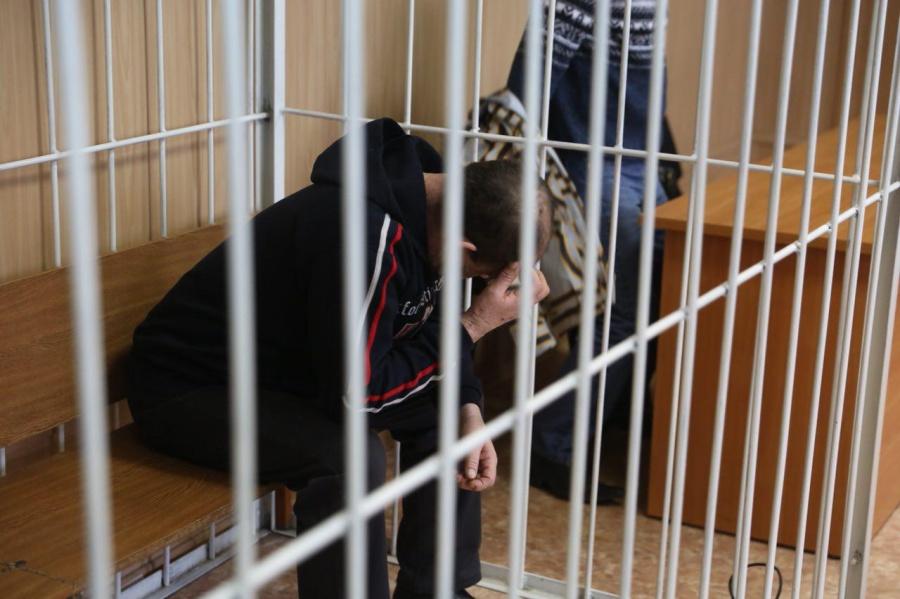 ВНовосибирске осужденный напал наофицера, нежелая идти нафиззарядку