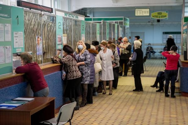 Власти рассказали, на какие процедуры могут рассчитывать новосибирцы по программе ОМС в этом году
