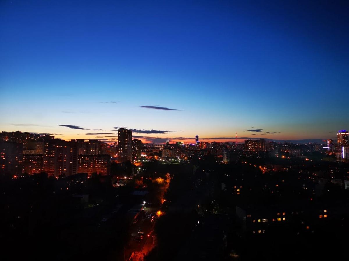 Лето — это красиво: любуемся фотографиями жёлто-красного заката в Екатеринбурге