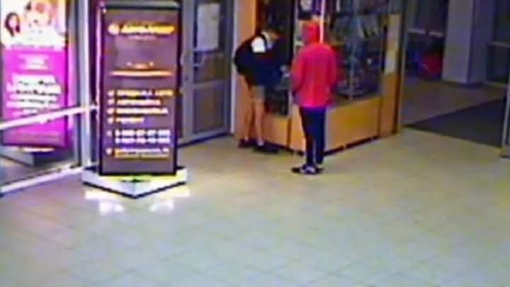 Ограбление подростками церковной лавки в Камышине попало на видео