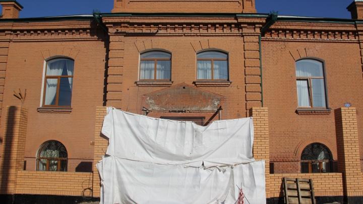 Минкульт и прокуратура до сих пор не начали проверку по разрушенному крыльцу омской епархии