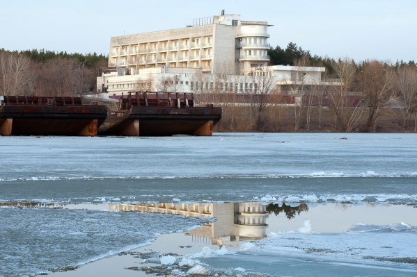 Прежний директор гостиницы уверена, что предприятие искусственно довели до кризиса