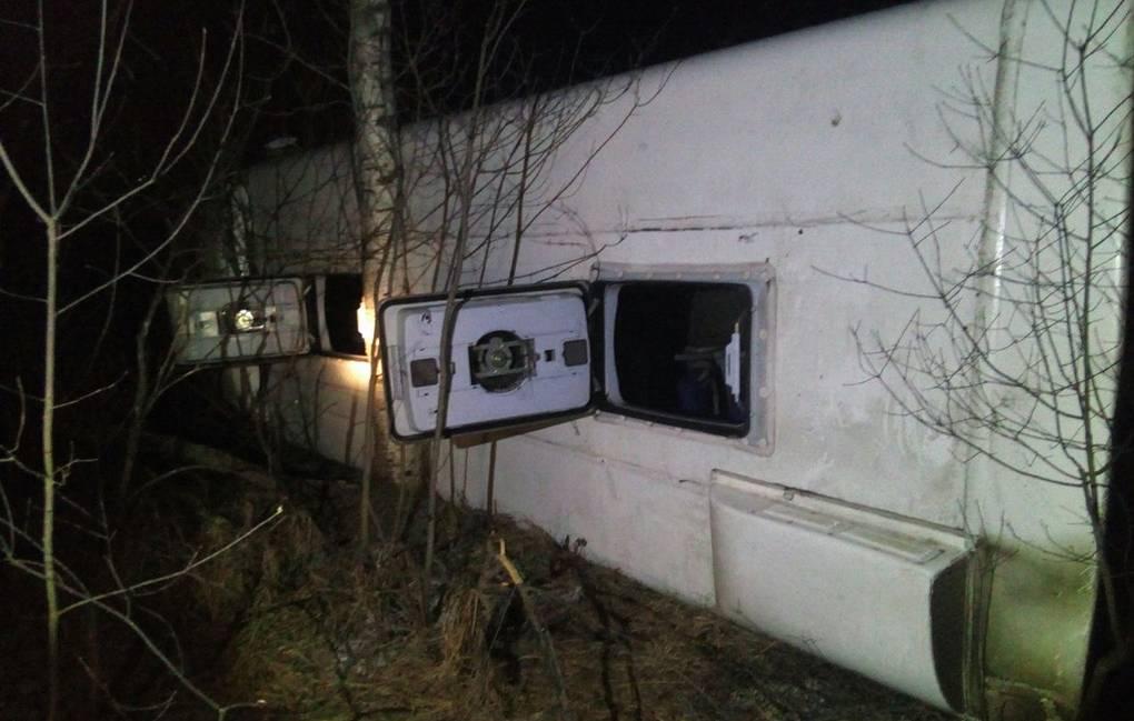 Пассажиры покидали салон через люки на крыше