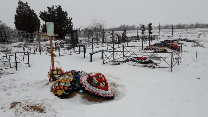 «Стали бояться самарского гроба у правительства»: в Волгограде закопали тело на закрытом кладбище