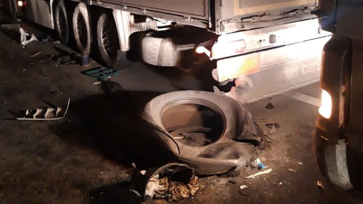 Под Самарой на М-5 водитель фуры наехал на трех человек