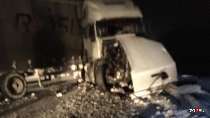 «Легковушка влетела под большегруз»: в аварии под Челябинском погибла семейная пара