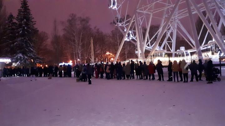 «Очередь минут на 40»: возобновление работы колеса обозрения вызвало ажиотаж в парке Гагарина