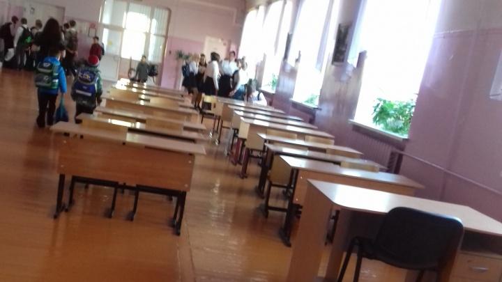 В тюменской школе из-за недостатка кабинетов дети учатся в танцевальном зале