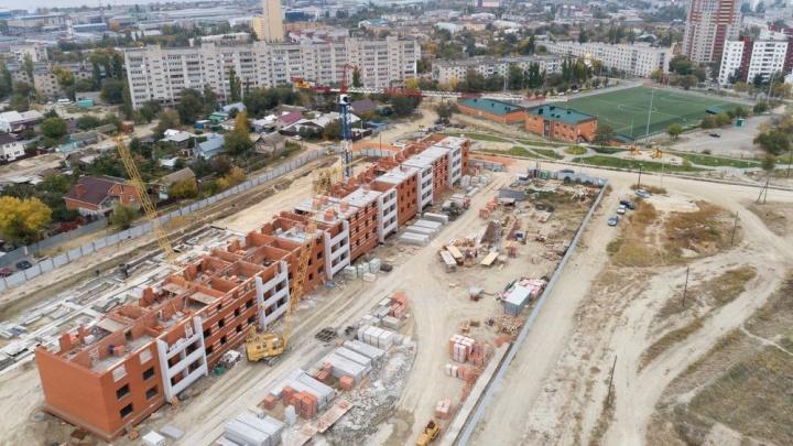 Жизнь в эпицентре событий: близятся к завершению первые дома нового семейного микрорайона