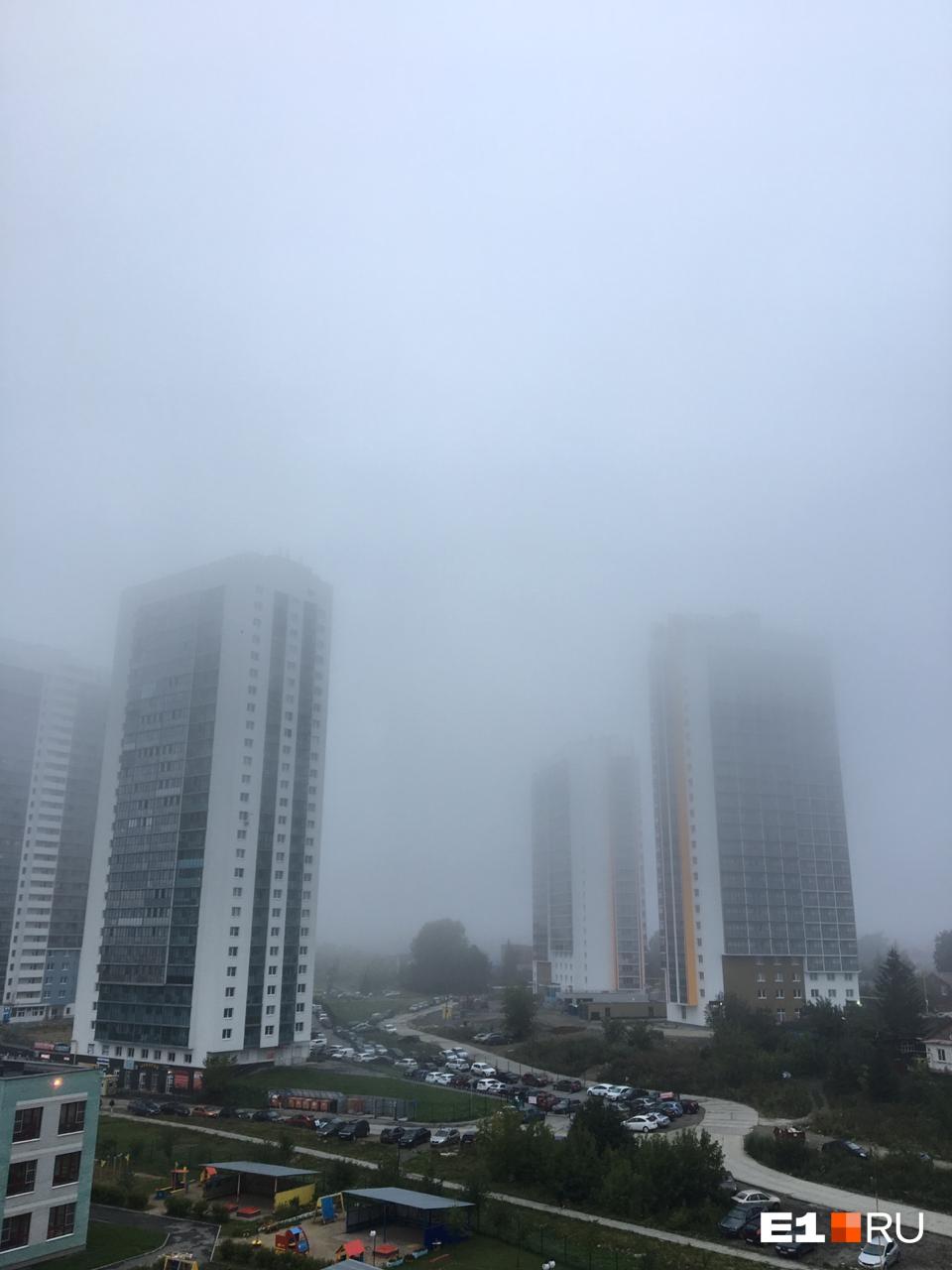 Верхушек соседних домов не видно
