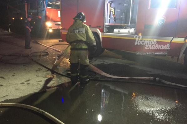Пожарные тушили огонь в течение часа