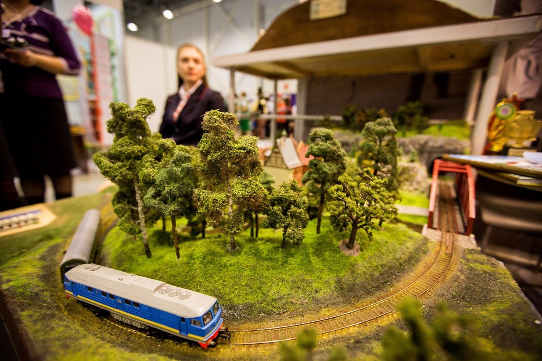 Очень красивая и реалистичная модель железной дороги — она даже круче, чем в детстве