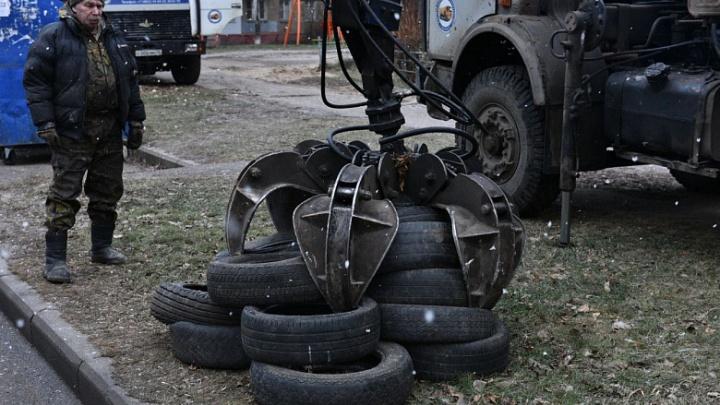 Это опасные отходы: ярославских автомобилистов просят не выбрасывать шины на помойку