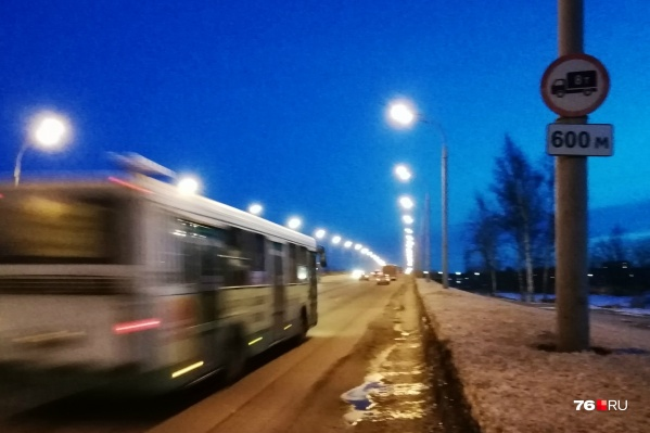 Автобус ЛиАЗ весит около 18 тонн