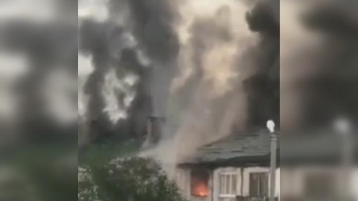 Ночью под Самарой загорелся жилой дом