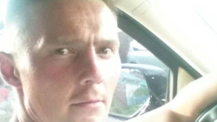 Избитый мужчина с ножевым ранением уехал из больницы и пропал