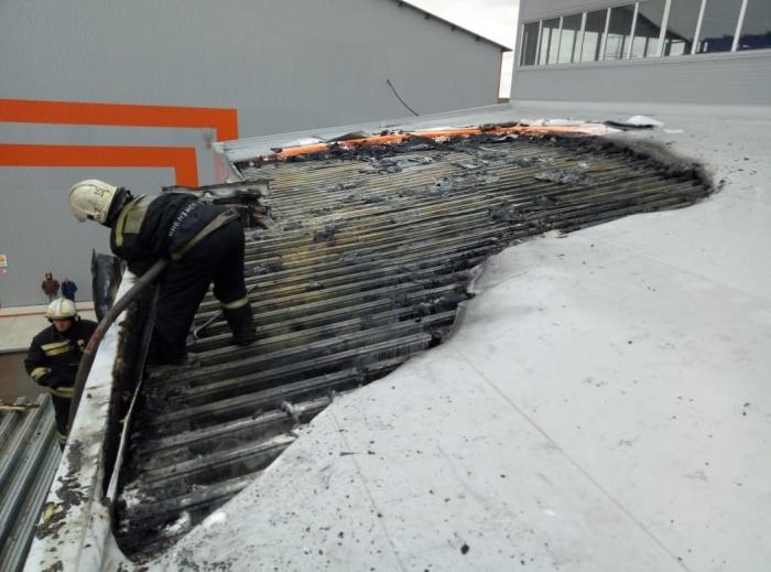 Площадь пожара составила 100 квадратных метров