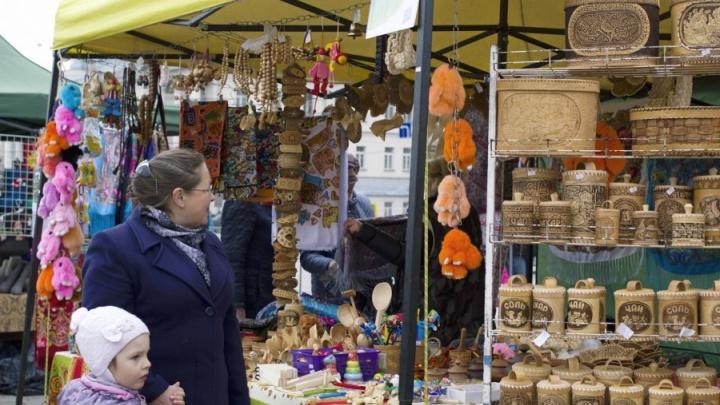 Центр Екатеринбурга завалят пряниками, медом и колбасой: в городе пройдет череда весенних ярмарок