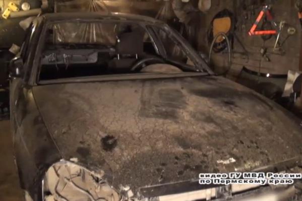 В гаражах участников банды нашли угнанные автомобили