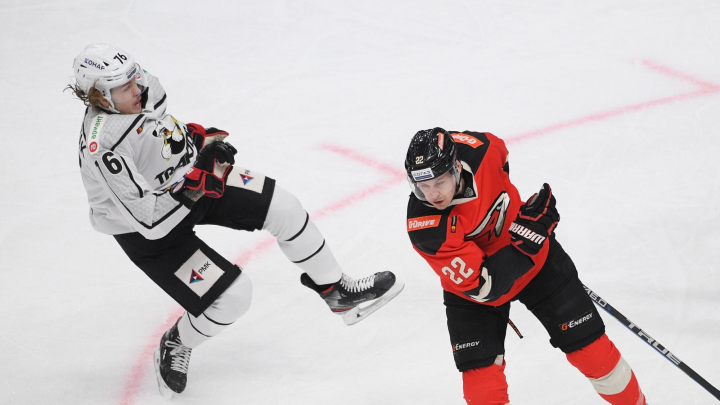 Хоккеист «Трактора» сломал руку в матче с «Авангардом»