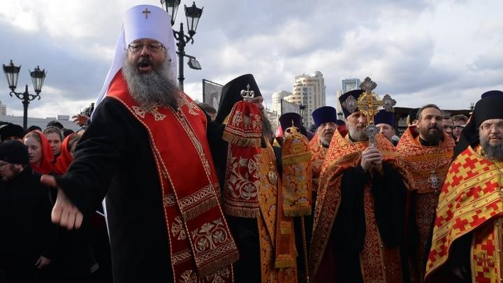 Во время пасхального крестного хода Евгений Куйвашев и митрополит Кирилл выступили в поддержку Храма-на-воде