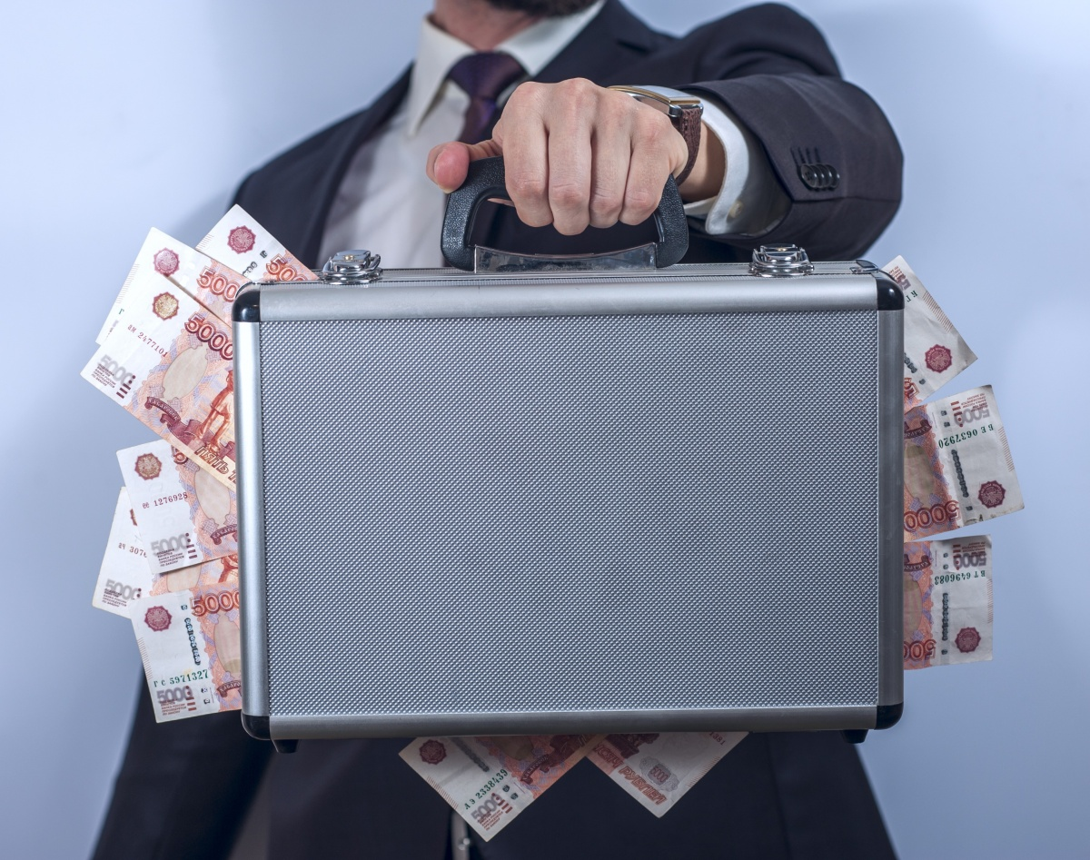 Чемодан с деньгами: как лучше рассчитываться за квартиру