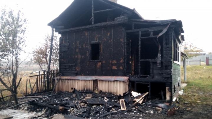 В Волгоградской области молодая женщина из-за ревности подожгла дом своего бывшего возлюбленного