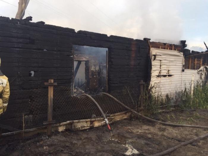 Сгоревший дом многодетной семьи