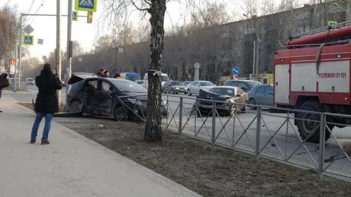 В Кировском районе столкнулись две «Тойоты»: в аварии пострадали люди