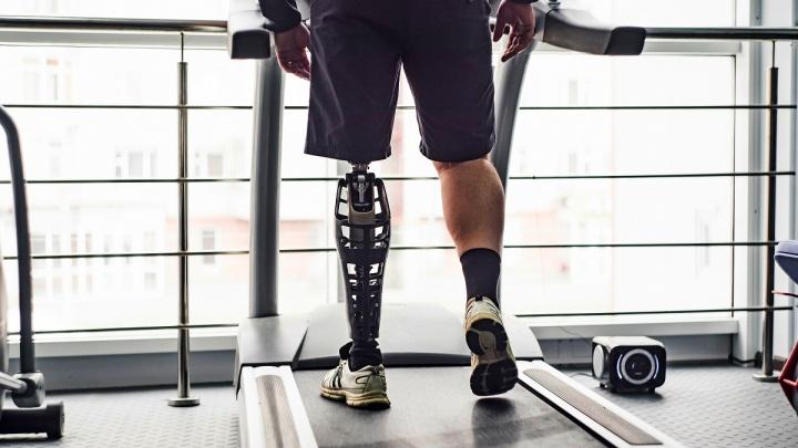 «Ощутить себя человеком со сверхвозможностями»: как в Ярославле изменили привычные протезы для ног