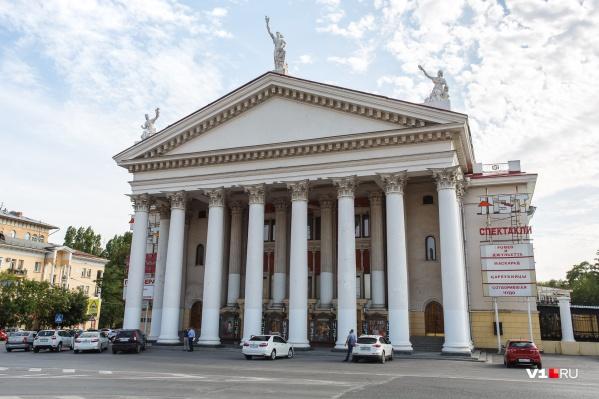 Театр Волгограда снова остался без головы