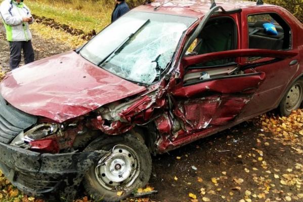 Так выгляделRenault Logan после аварии. Дети пострадали меньше всего, поскольку были в специальных креслах