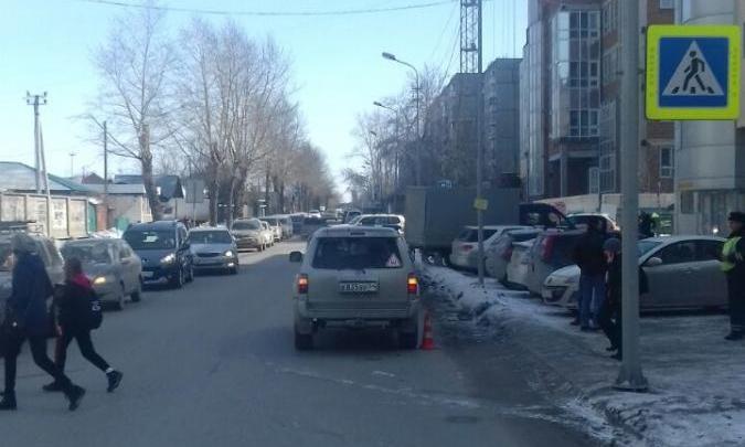 Машина сбила мальчика на пешеходном переходе около школы