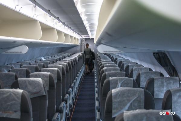 Рейс задержали из-за позднего прибытия самолета