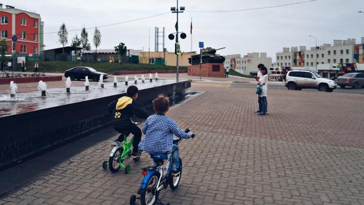 Жители Крутых Ключей просят оградить местный фонтан, чтобы в нём не мылись бездомные и дети