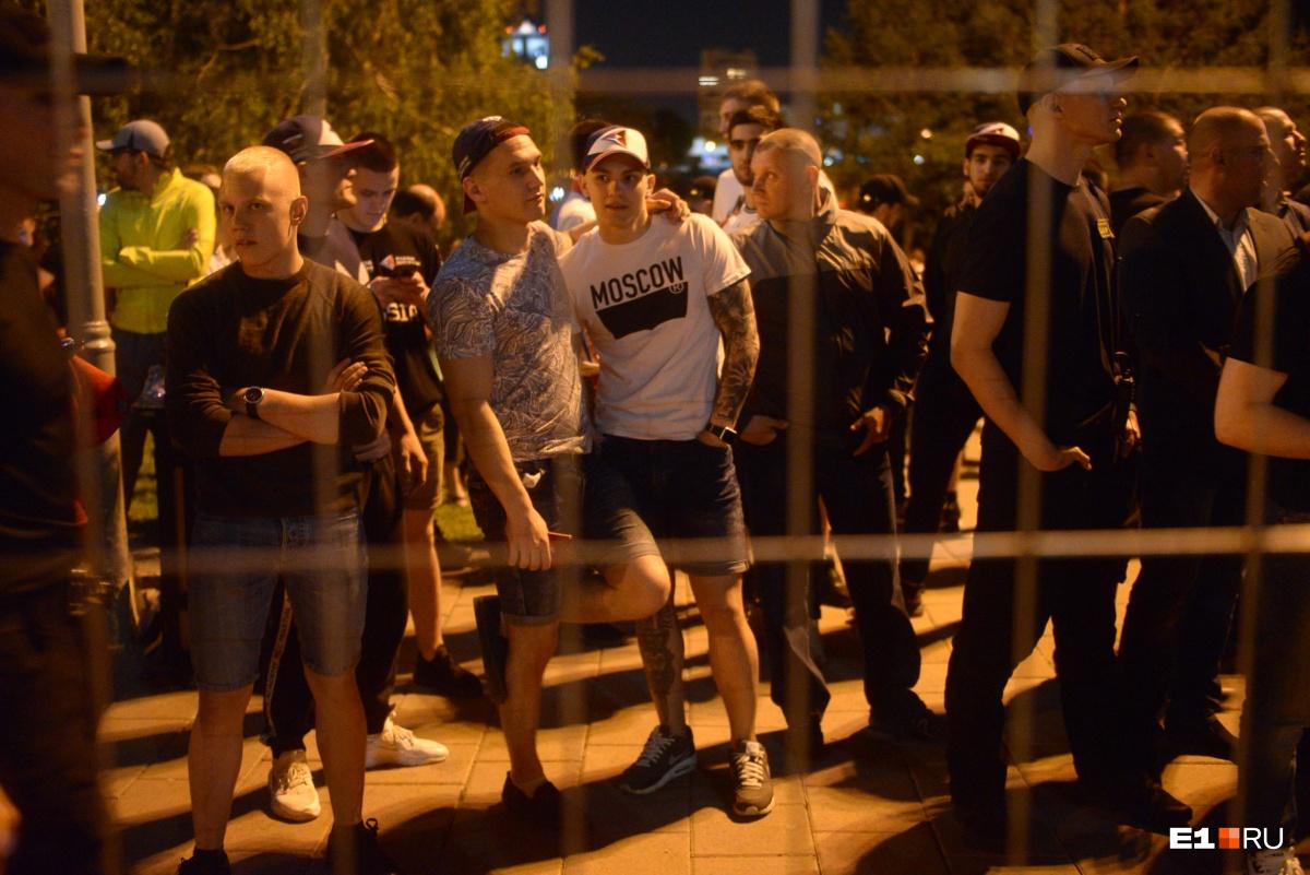 «Я часто вижу в сквере пьяные рожи»: интервью со спортсменом, который защищал забор у Драмы