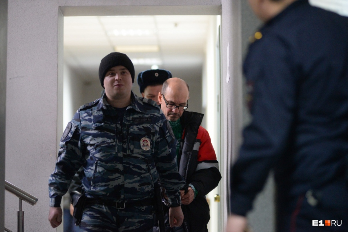 Сразу после аварии следователи потребовали закрыть Владимира Пузырева в СИЗО