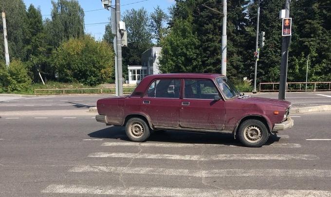 В Рыбинске водитель на вишнёвой «шестёрке» сбил на переходе бабушку с внучкой