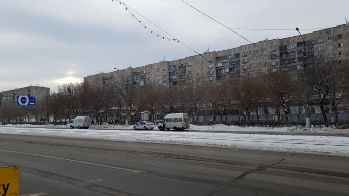 В Челябинской области завели уголовное дело на водителя маршрутки, из которой выпала пассажирка